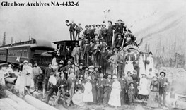Upon a locomotive, Glenbow Archives NA-4432-6 / Sur une locomotive, Glenboaw Archives NA-4432-6